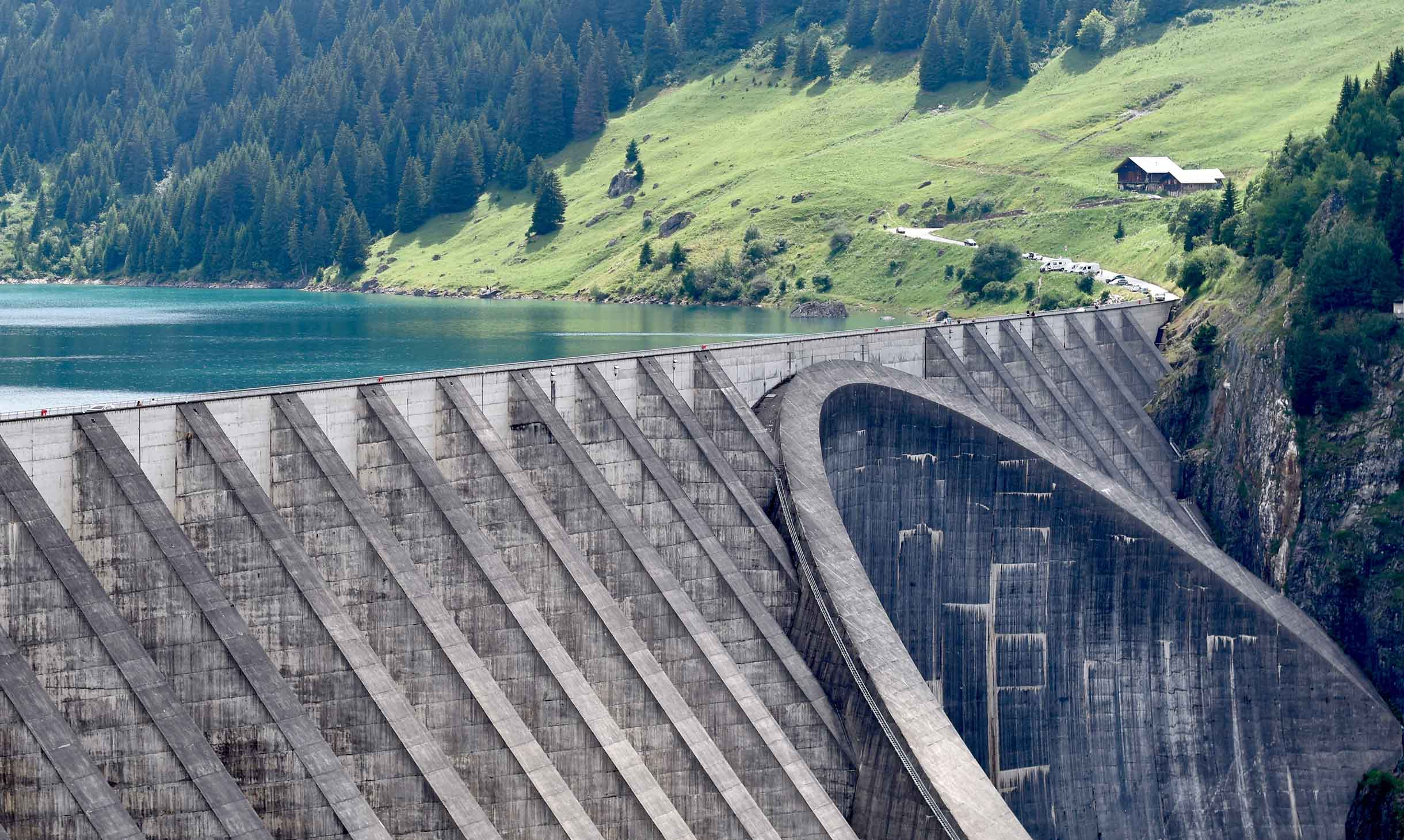 Divers productportfolio van AVK omvat een uitgebreid assortiment producten voor dammen en reservoirs