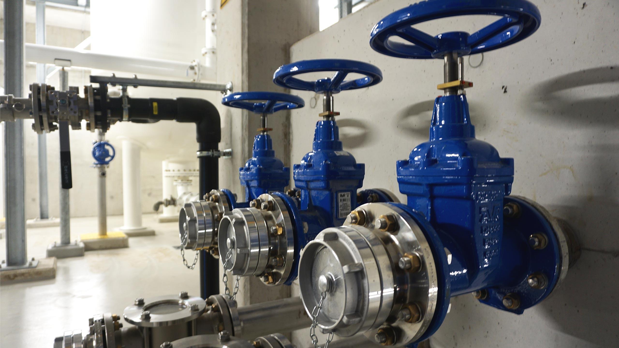 Schuifafsluiters met standaanduiding voor waterproductiecentrum Eeklo