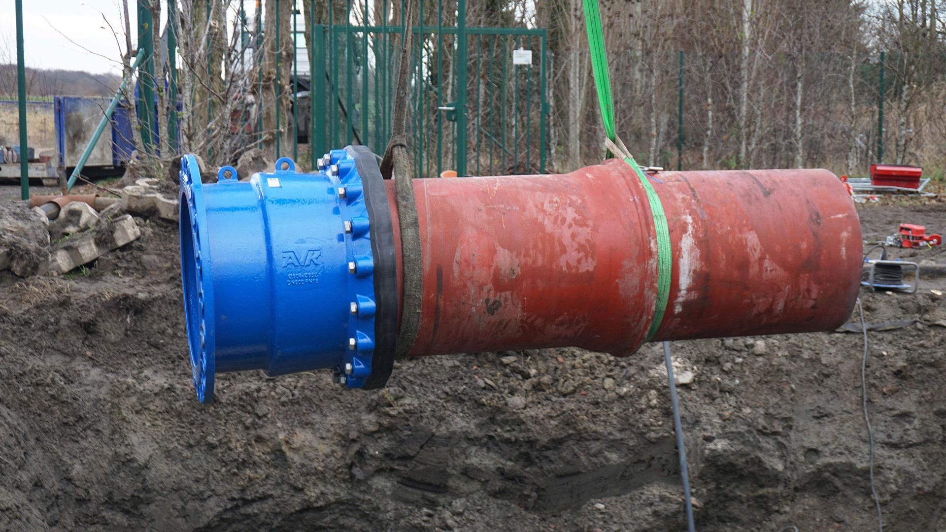 Plaatsing van leiding met reeds gemonteerde trekvaste koppeling
